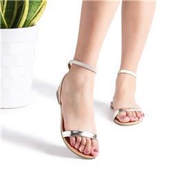 Sandalen met zilverkleurige bandjes