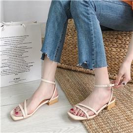 Minimalistische sandalen met enkelbandjes