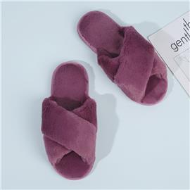 Pluizige pantoffels met gekruiste bandjes
