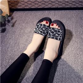 Sandalen met halfhoge hak en luipaardprint