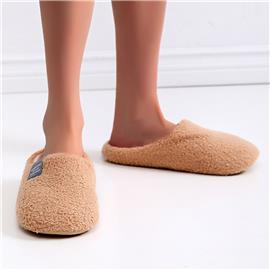Slippers met brede pasvorm en letter Patch