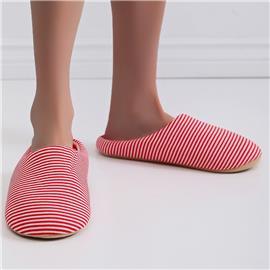 Gestreepte pantoffels voor de slaapkamer