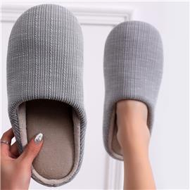 Minimalistische pantoffels met brede pasvorm