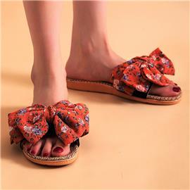 Pantoffels met bloemen grafisch versierde strik