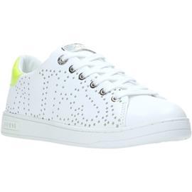 Lage Sneakers Guess FL5CRT LEA12
