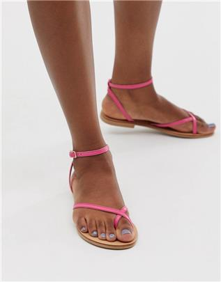 ASOS DESIGN - Freefall - Minimal platte sandalen met teenlus in roze