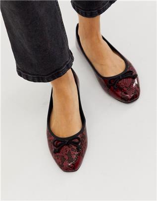 Park Lane - Ballerina's met vierkante neus en slangenmotief in rood