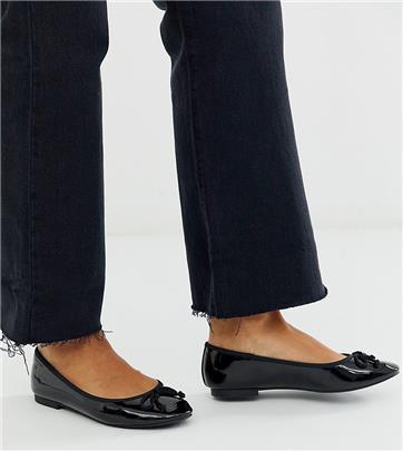 ASOS DESIGN - Loretta - Ballerina's met brede pasvorm en strik in zwart