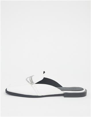 ASOS DESIGN - Miriam - Loafers met vierkante neus en kettingdetail in wit