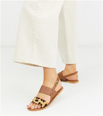 ASOS DESIGN - Foxglove - Platte leren sandalen met brede pasvorm en luipaardprint-Lichtbruin