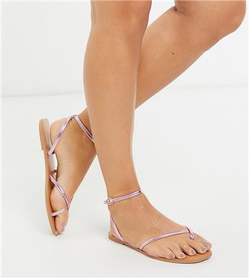 ASOS DESIGN - Farnborough - Minimalistische platte sandalen met teenlus met brede pasvorm in metallic roze