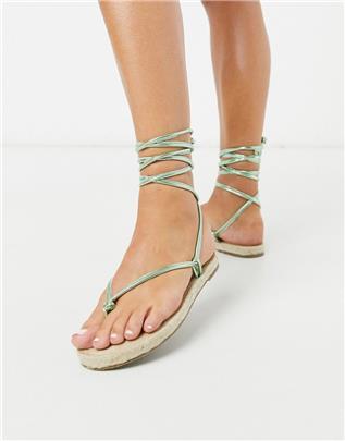 ASOS DESIGN - Joe - Minimalistische platte espadrille-sandalen met strikbanden in groen metallic