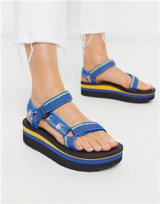 Teva - Universal - Sandalen met dikke plateauzool in blauw met eenhoornprint