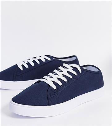 ASOS DESIGN - Sneakers met brede pasvorm in marineblauw canvas