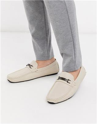 Truffle Collection - Loafers met metalen staafje in beige