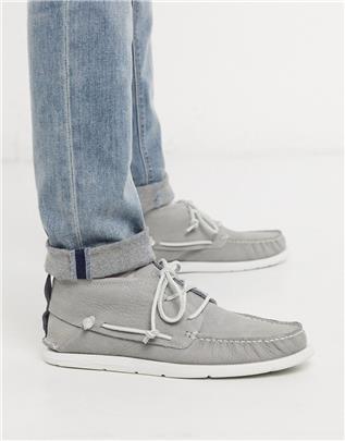 UGG - Leren chukka schoenen in grijs