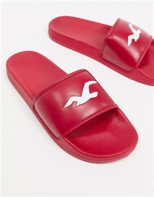 Hollister - Iconische slippers met logo in rood