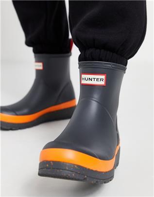 Hunter - Play - Korte regenlaarzen in zwart met oranje spikkel