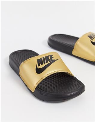Nike - Benassi - Slippers in goud en roze