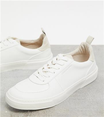 ASOS Unrvlld Spply sneakers met brede pasvorm in wit met kiezelkleurige hiel