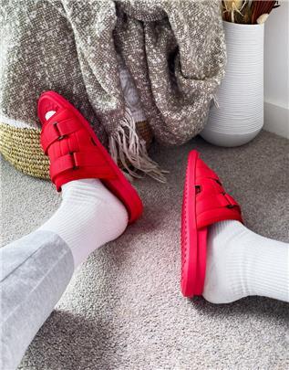 ASOS DESIGN - Tech lounge slippers in rood met voering van zwart imitatiebont