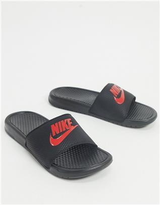 Nike - Benassi JDI - Slippers in zwart/rood