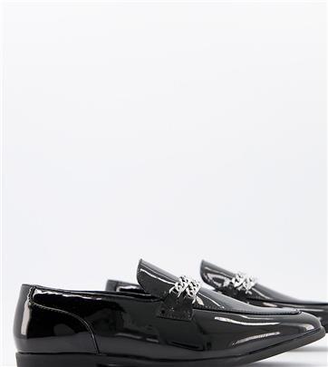 ASOS DESIGN - Brede pasvorm - Zwarte lakleren loafers met dubbele zilveren ketting