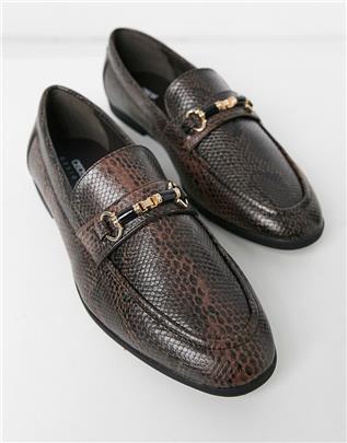 ASOS DESIGN - Loafers van bruin imitatieleer met slangenmotief met trensdetail
