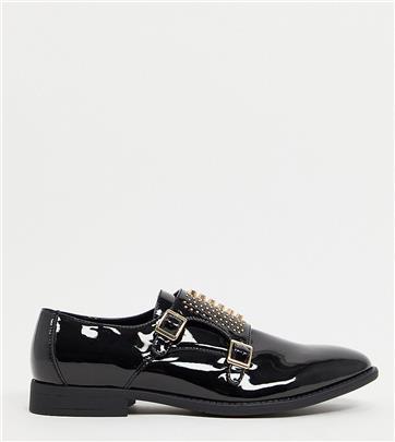 ASOS DESIGN - Gespschoenen met brede pasvorm in zwart imitatie-lakleer met gouden studs
