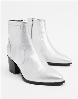 ASOS DESIGN - Chelsea boots van zilverkleurig leer met hak en zwarte zool