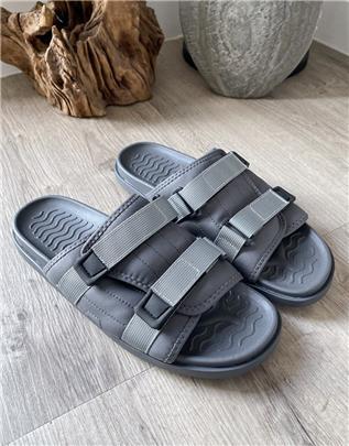 ASOS DESIGN - Tech lounge slippers in grijs met voering van zwart imitatiebont
