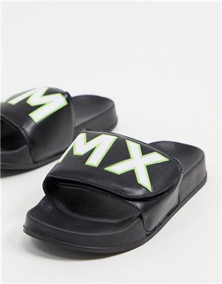 ASOS DESIGN - Slippers met klittenband en tekst-Zwart