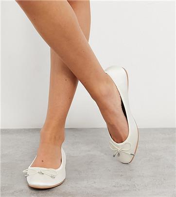 ASOS DESIGN - Lallie - Ballerina's met brede pasvorm in ivoorwit