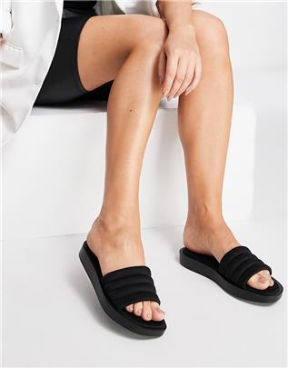QUPID - Gewatteerde slippers met dikke zool in zwart