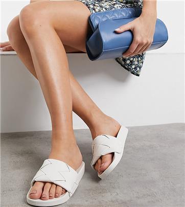ASOS DESIGN - Finley - Slippers met brede pasvorm en geweven band in wit