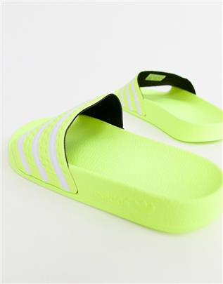 adidas Originals - Adilette - Slippers in lime-Groen